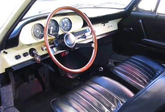 Porsche_912_painted_dash_yellow_2